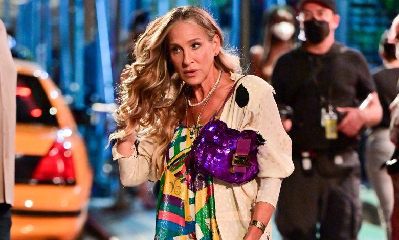 Carrie Bradshaw Fendi Baguette is back in the SATC reboot