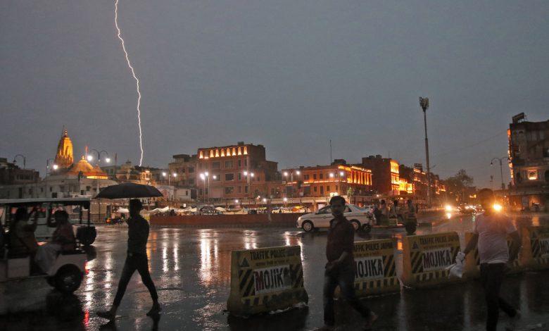Lightning strike kills 18 selfie takers on high rise in Jaipur