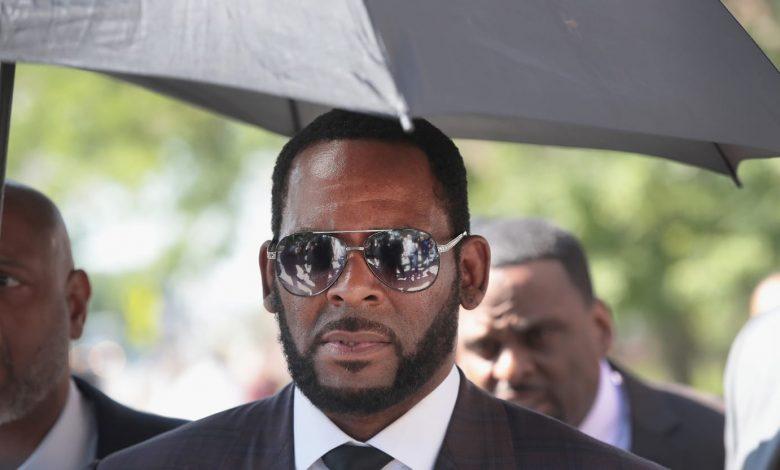 Feds Tease Brutal Blackmail as R. Kelly Trial Begins in Brooklyn