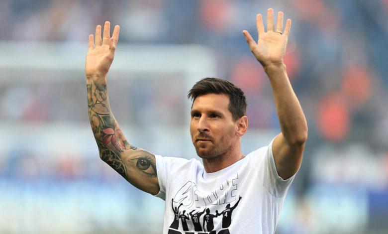 Paris Saint-Germain unveil Lionel Messi to Parc des Princes ahead of match against Strasbourg