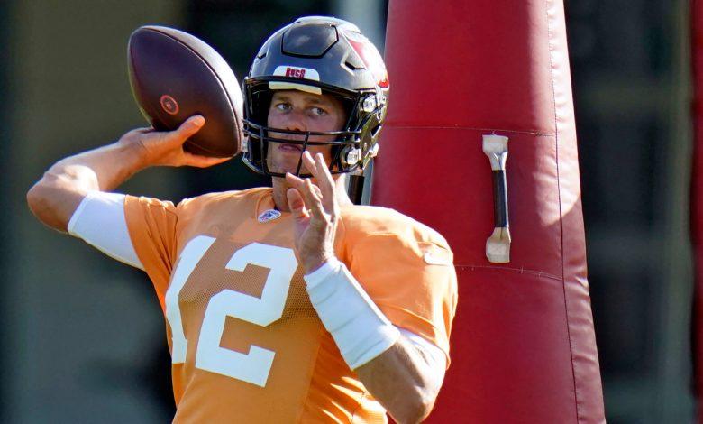 Tom Brady has helmet-slamming tantrum at Buccaneers practice