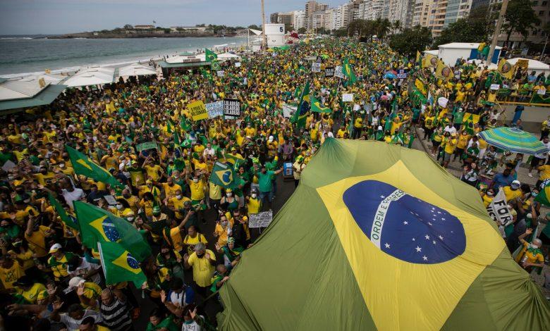 At Brazil rallies, Bolsonaro deepens rift with Supreme Court