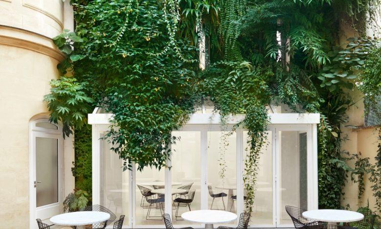 Alaia Opens Cafe da Rosa in Paris During Fashion Week – WWD