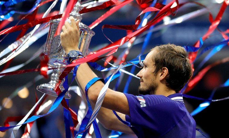 Daniil Medvedev stuns Novak Djokovic in straight sets