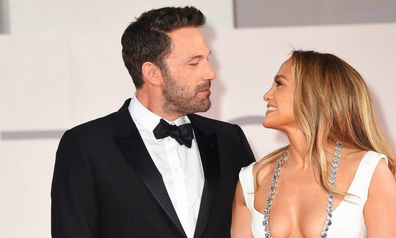 """Ben Affleck Is in """"Awe"""" of Jennifer Lopez"""