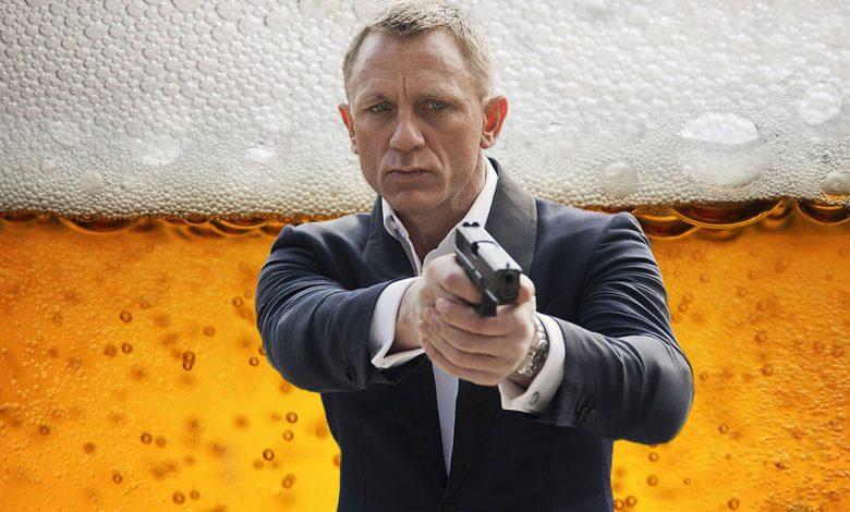 Daneil Craig sips Heineken beer in No TIme to Die ad