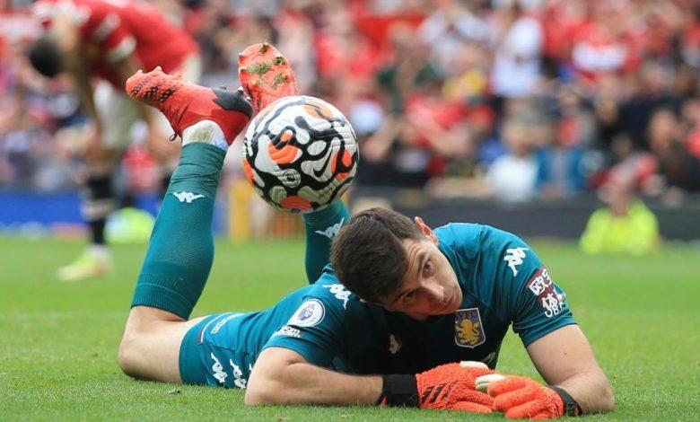 WATCH: Aston Villa goalkeeper Emiliano Martinez gets in Bruno Fernandes' head before Man United penalty miss